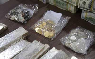 العثور على أموال طائلة وكميات من الذهب والفضة تحت أنقاض الموصل