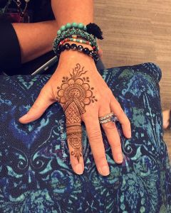 mehndi designs on fingers