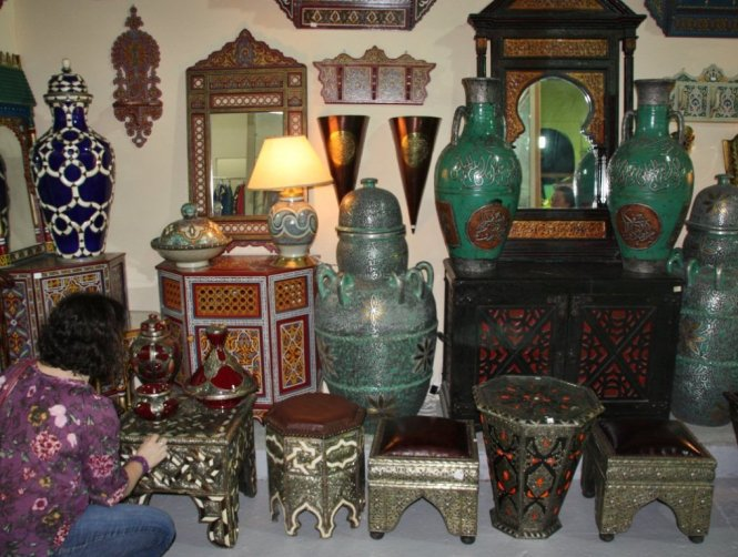 Moroccan Decor Br Carved Mirror And Bathroom Items Tadelakt Walls Sconces These Are The Must Of Oriental Style
