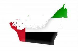 Umrisskarte der Vereinigten Arabischen Emirate mit der Landesflagge