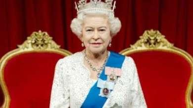 Photo of لماذا لا تمتلك ملكة بريطانيا جواز سفر؟