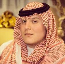 """Photo of """"أبو متعب الأميركي"""" يحتفل بالعيد على الطريقة السعودية"""