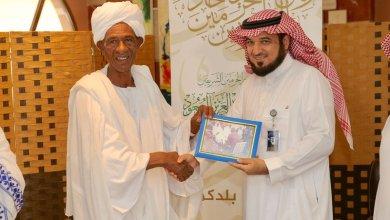 Photo of حاج سوداني يهدي الملك سلمان صورة للملك فيصل في السودان قبل 51 عاماً.. هذه قصتها