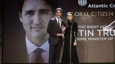 Photo of جاستن ترودو يتسلم جائزة من الملكة رانيا