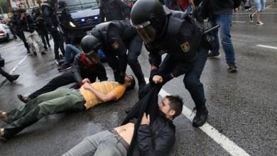 Photo of كتالونيا تتحدى مدريد.. والشرطة تقتحم مراكز الاستفتاء