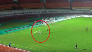 Photo of فيديو..استقالة معلق على الهواء بسبب ظلم الحكم