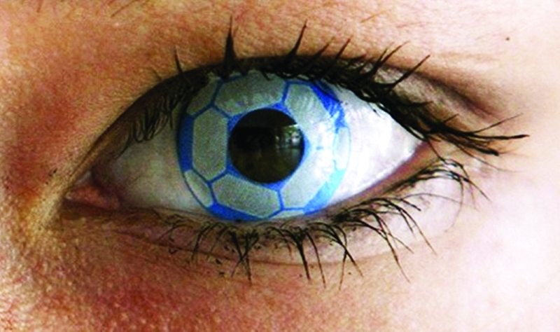 6c7fd2908 ... من الناس ارتداء الأزياء التنكرية الغريبة، كما يضع بعضهم أحياناً عدسات  لاصقة تنكرية، لكن متخصصين في طب العيون حذروا من مخاطر ارتداء العدسات اللاصقة  ...