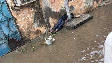 Photo of هذه حقيقة الصورة الصادمة للطفل المصعوق بأمطار جدة .. البداية بلاغ لـ 911