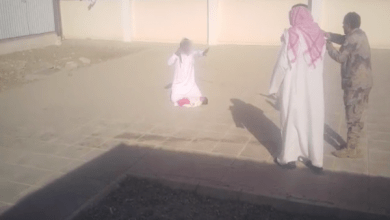 Photo of أب يهدد بذبح ابنه داخل مدرسة بالسعودية