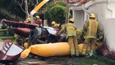 """Photo of بالصور.. طائرة تحط فوق منزل في كاليفورنيا و""""تحصد"""" 3"""