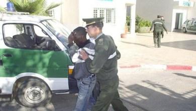 "Photo of ""موبايل"" يفجر معركة بين جزائريين وأفارقة ويخلف 60 جريحا"