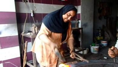 Photo of فتاة مصرية تعمل بالحدادة وترفض الزواج من أجل مهنتها