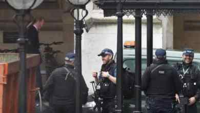 Photo of الشرطة البريطانية تفحص مادة مريبة عند مبنى البرلمان