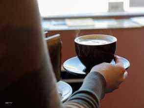 """Photo of حقيقة طبية """"مفاجئة"""" عن تأثير الشاي والقهوة"""