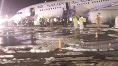 Photo of شاهد هبوطا اضطراريا لطائرة سعودية بمطار الملك عبدالعزيز