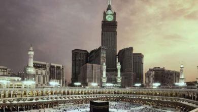 Photo of ساعة مكة تتعرض لصاعقة رعدية خلال رفع أذان صلاة العشاء