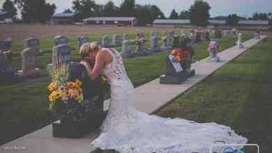 "Photo of صورة ""مؤلمة"" لعروس عند قبر عريسها في يوم الزفاف"