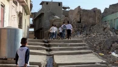 Photo of مقتل وإصابة أطفال طلب منهم مصوّر اللعب فوق أنقاض مسجد