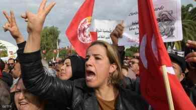 Photo of وزير تونسي ينفي المساس بالأجور وسط احتجاجات عمالية ضخمة