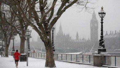 Photo of الجليد يتسبب في إغلاق المدارس وإلغاء الرحلات الجوية في بريطانيا