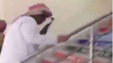 Photo of توضيح سعودي لفيديو يظهر شابا يحمل رشاشا داخل مدرسة