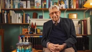 Photo of هكذا احتفل أكبر رجل في بريطانيا بعيد ميلاده الـ 111