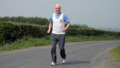 "Photo of عجوز في ماراثون من 40 سنة.. يكشف ""سر"" صحته"
