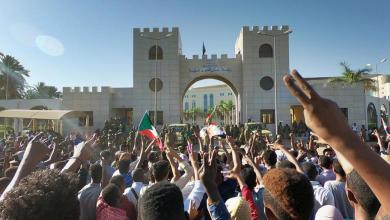 Photo of 90 قتيلاً في السودان منذ اندلاع الاحتجاجات