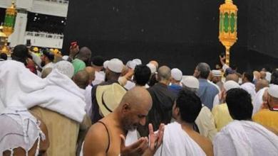 Photo of المطر يتساقط على زوار المسجد الحرام وسط أجواء إيمانية