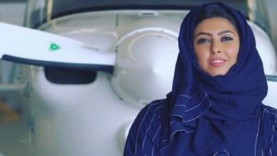 "Photo of استقبال الأبطال لـ ""الكابتن ياسمين"" أول سعودية تزاول مهنة الطيران!"