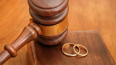 Photo of طالبت المحكمة بطلاق زوجها لعدم الاستحمام فحاول قتلها