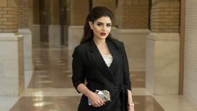 Photo of فنانة كويتية تتعرض لحادث مروع بسبب وضعها «مكياج» أثناء القيادة