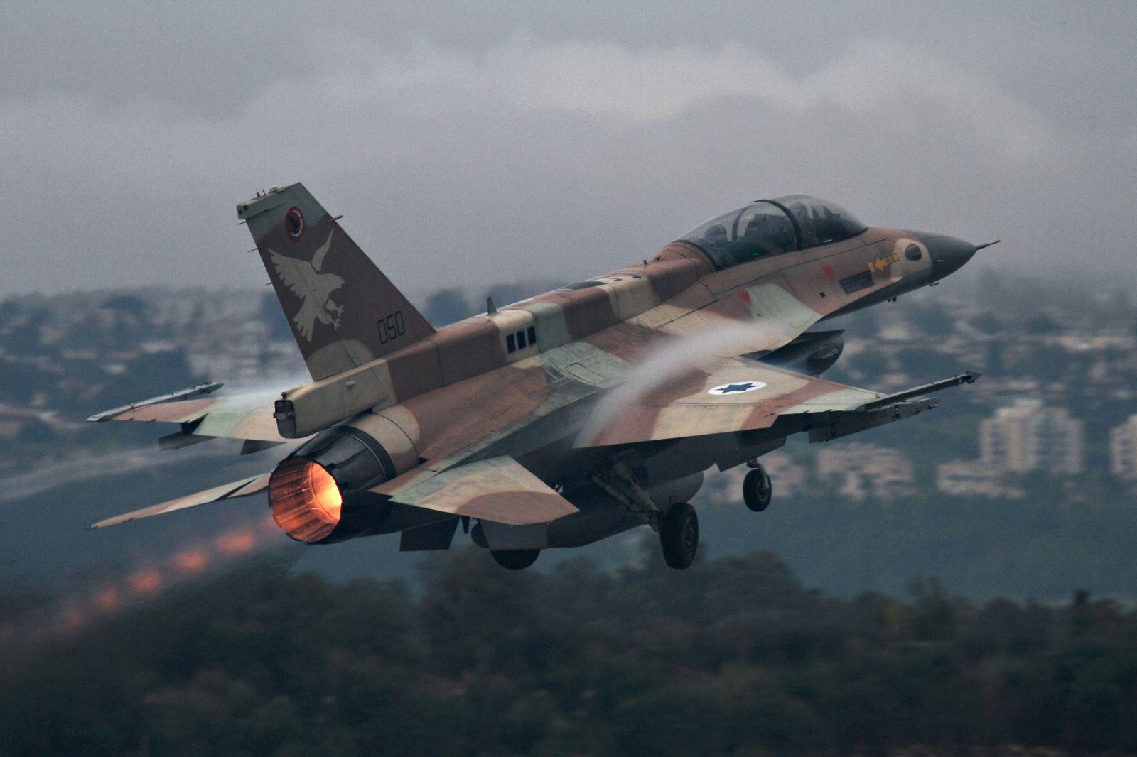 غارة إسرائيلية على قاذفات صواريخ للجيش السوري