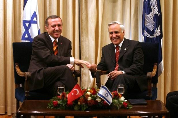 اردوغان والرئيس الاسرائيلي السابق موشي كاتساف