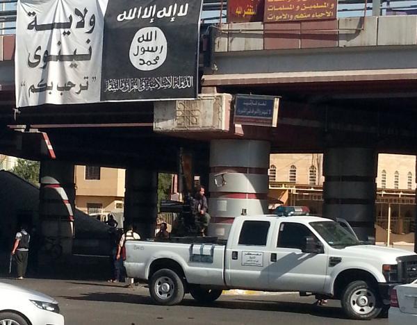 """مقاتل من """"داعش"""" في الموصل في صورة تعود لحزيران 2014 - رويترز"""