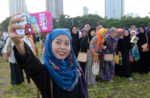 مسلمات فلبينيات يحتفلن بعيد الأضحى بصورة سلفي
