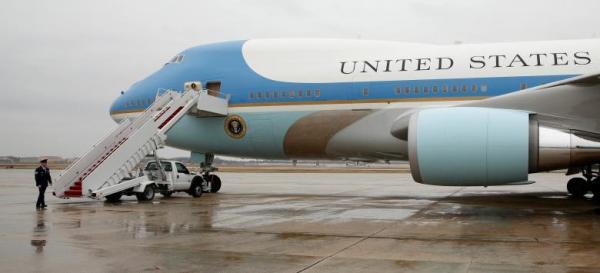 الطائرة الرئاسية الأميركية في قاعدة اندروز في واشنطن