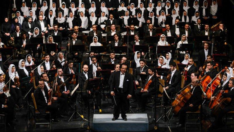 فرنسي يقود اوركسترا طهران لتعميق الروابط بين إيران والغرب