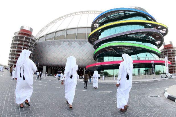 هل تُنزع استضافة مونديال 2022 من قطر؟