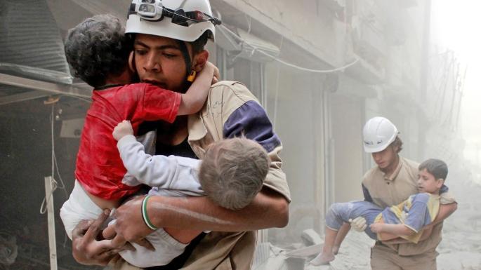 """""""الخوذ البيضاء"""" بين الغطاء الإنساني والسلاح الكيميائي"""