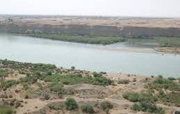 نهر دجلة في الموصل - العراق