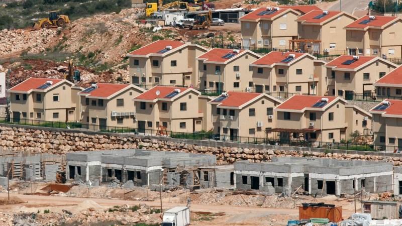 المستوطنون يعربدون ويصعدون اعتداءاتهم فيما يخطط الاحتلال لزيادة أعدادهم الى المليون