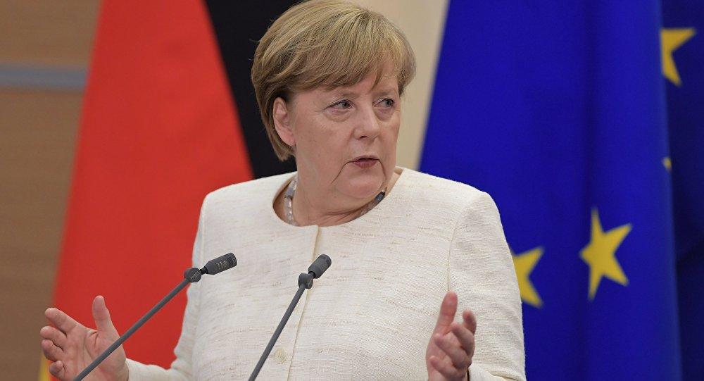 ميركل: أوروبا لم تحدد بعد ردها على قرار إيران استئناف التخصيب