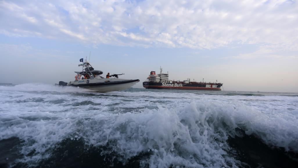 إيران تحتجز ناقلة نفط جديدة في الخليج وتعتقل 7 بحارة