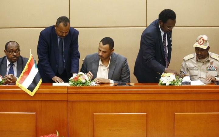 """هؤلاء المشاركون بمراسم توقيع """"الوثيقة الدستورية"""" بالخرطوم"""