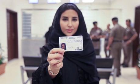 رويترز: السعودية تسمح للنساء البالغات بإستصدار جوازات سفر