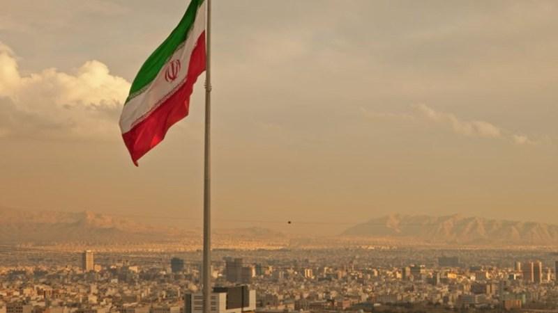 الخارجية الإيرانية: طهران تستعد لتدابير صارمة في تقليص التزاماتها النووية