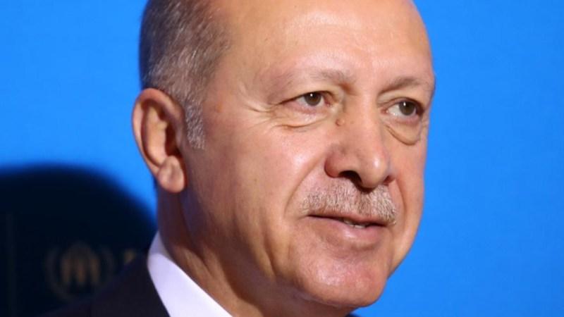 أردوغان يقول إن 50 ألف شخص في طريقهم إلى تركيا قادمين من إدلب السورية