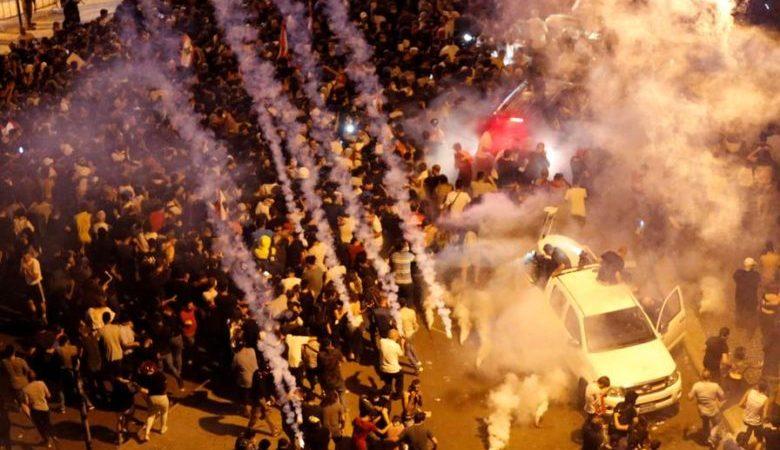 الأمن اللبناني يستخدم مدافع المياه لتفريق محتجين حاولوا اختراق حاجز