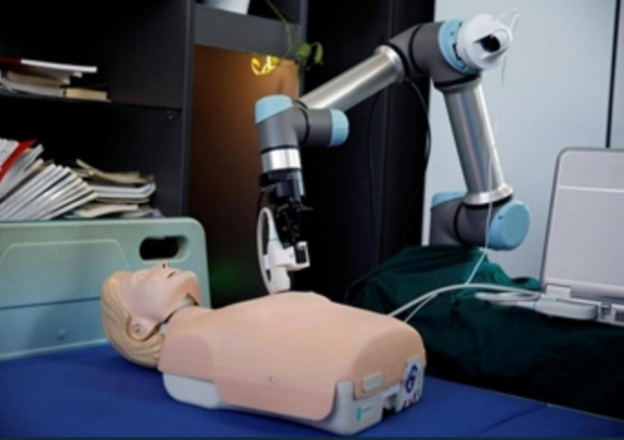 روبوت صيني لمساعدة وحماية الأطباء الذين يواجهون كورونا